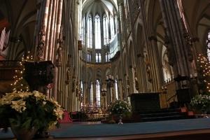 IMGP0062_colonia_cattedrale_interno-altare_res1024