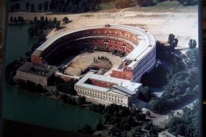 100_2475_Reichparteitagsgelaende_ispirato al Colosseo.jpg
