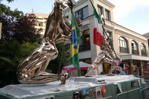 Sculture in zona pedonale