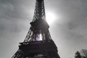 La Tour Eiffel di prima mattina