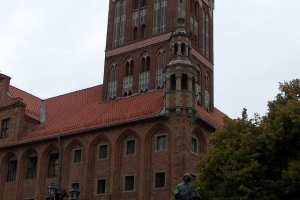 100_3889_statua copernico-municipio.jpg