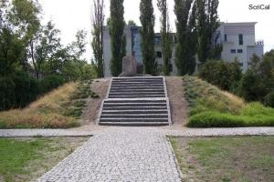 100_3638_ghetto ebraico_bunker anielewicz.jpg