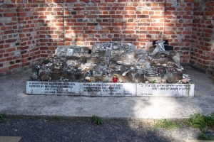 100_3708_ghetto ebraico_cimitero ebraico via opokowa.jpg