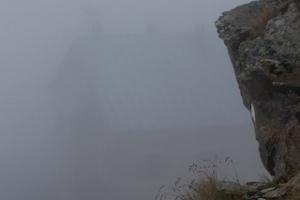 15-100_1086_rifugio nella nebbia.jpg