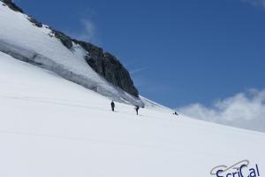 IMGP6003_sullovovia verso Aiguille du Midi-alpinisti