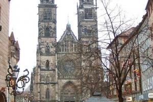100_1833_LorenzKirke_bis.jpg