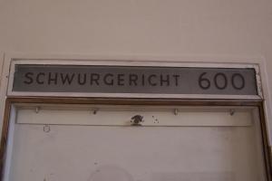 100_1903_Schwurgericht_Saal600.jpg