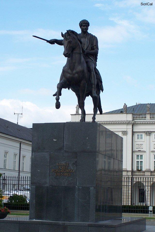 100_3220_palazzo presideziale-statua.jpg