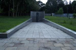 100_3715_ghetto ebraico_monumento 300 vittime.jpg