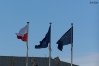 100_3218_palazzo presidenziale-bandiere.jpg