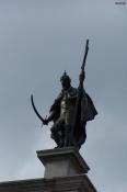 100_3230_piazza-statua.jpg